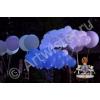 Запуск светящихся воздушных шаров на празднике