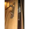 Отрываем дверные замки разных степеней сложности