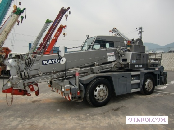 Короткобазный кран KATO KRM-13H