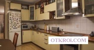 В абсолютно прямой продаже предлагается квартира в классическом интерьере.
