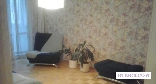 Двухкомнатная квартира (одна комната закрыта)  на длительный срок.