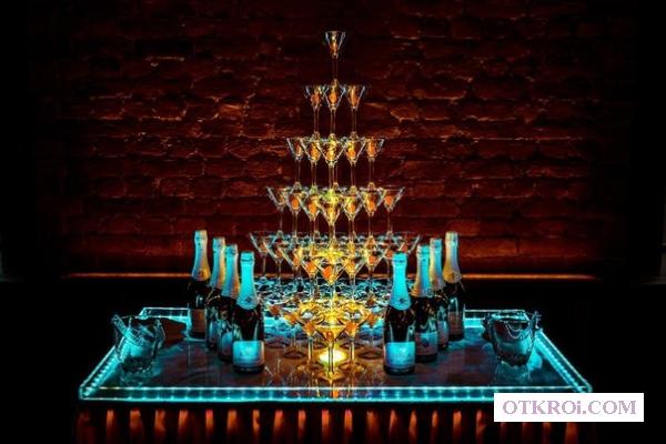Пирамида из шампанского!