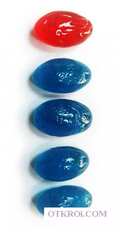 Синие и красные конфетки-таблетки из Матрицы