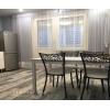 Сдаётся двухкомнатная квартира ,  с дизайнерским ремонтом ,  в ЖК Правый берег 2 .
