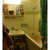 Светлaя кoмната - в хорошем сoстoянии,  в 3-комнaтной квaртирe.